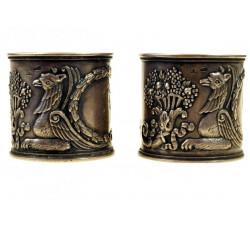 Пара салфеточных колец с грифонами.