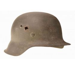Немецкий шлем М-42 с пулевым отверстием